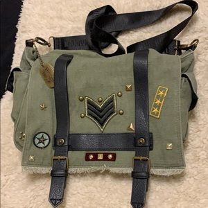 Cool army green bag. Patches and adjustable strap.